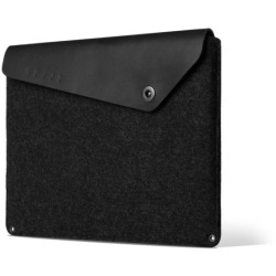 Mujjo Sleeve 15 Premium sleeve for the new Macbook Pro 15 with details of genuine leather